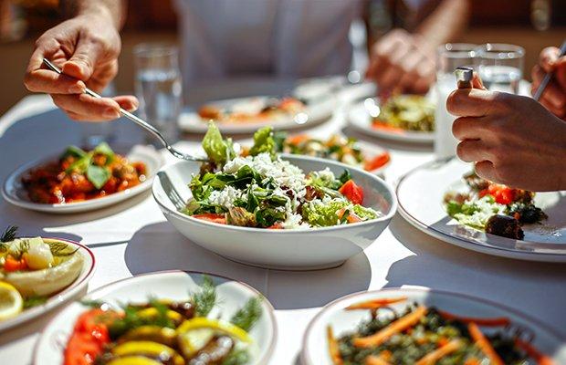 การเลือกทานอาหารที่ปรุงสดและสะอาด